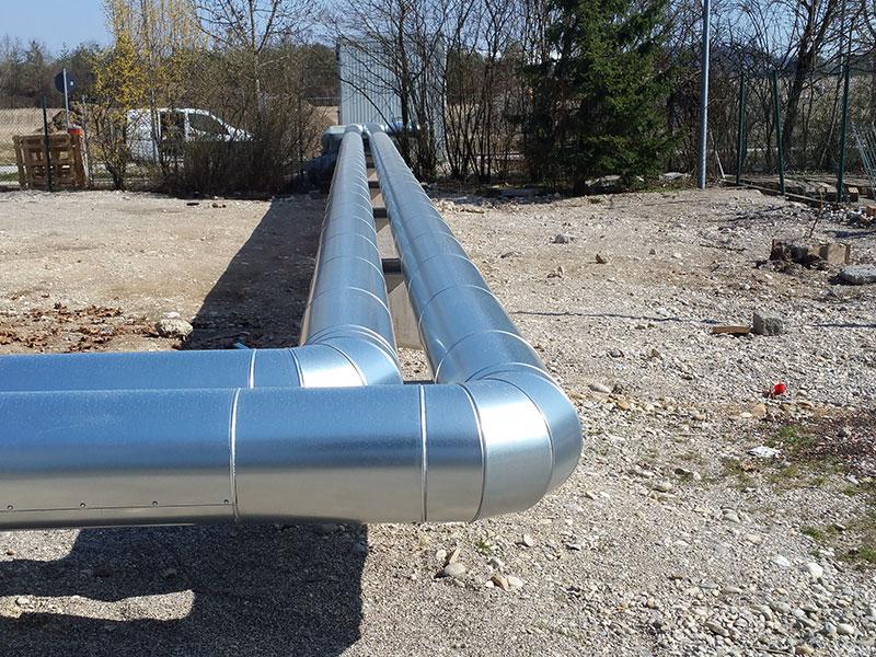 Heißwasserleitungen mit Blechmantel Wärmeschutz